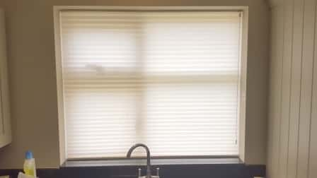 Freehanging Pleated blinds